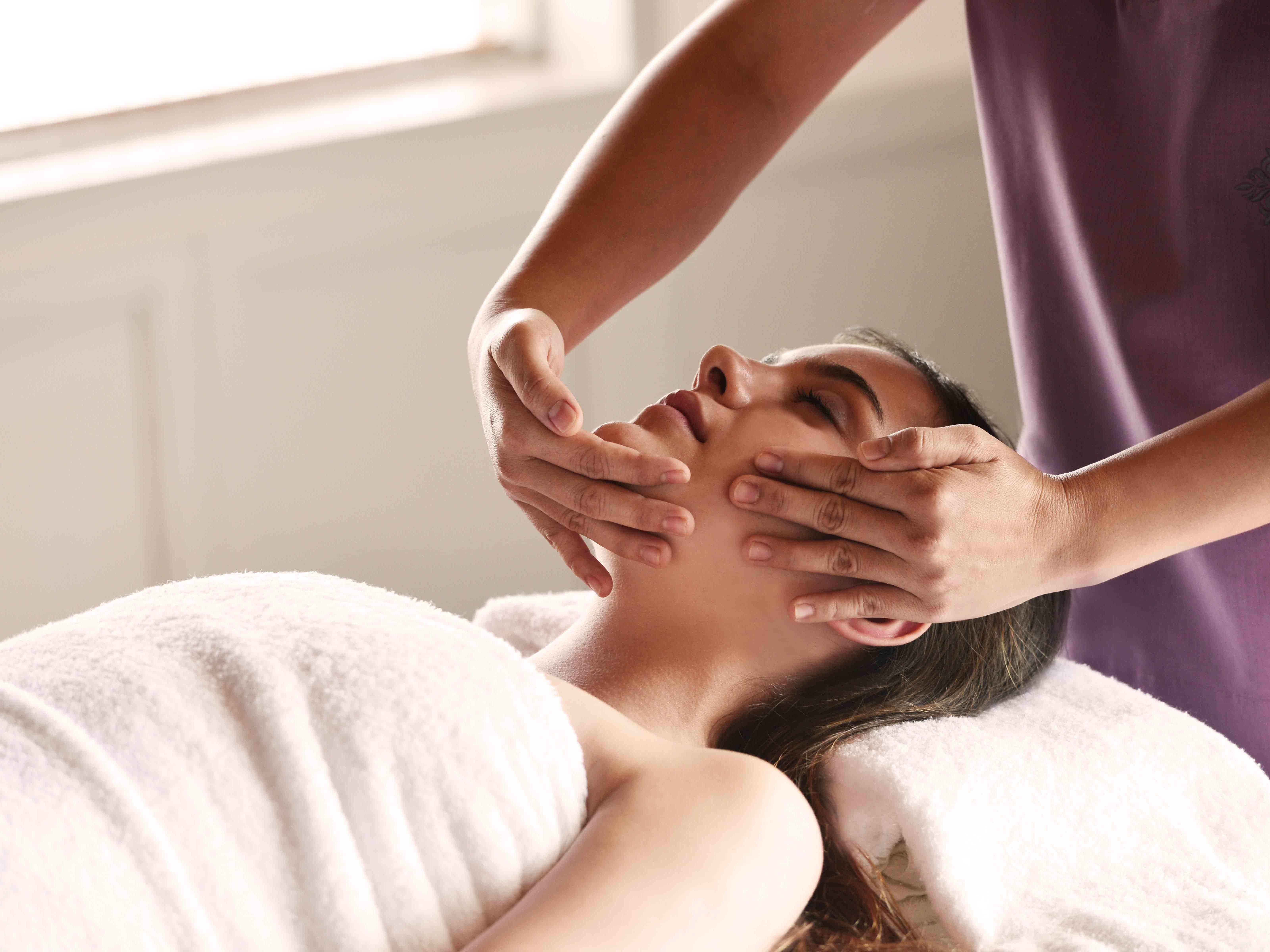 female guest undergoing one of the treatments you can expect at Amatara Wellness Resort