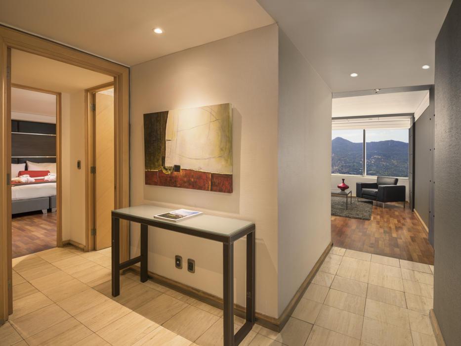 entry way into suite