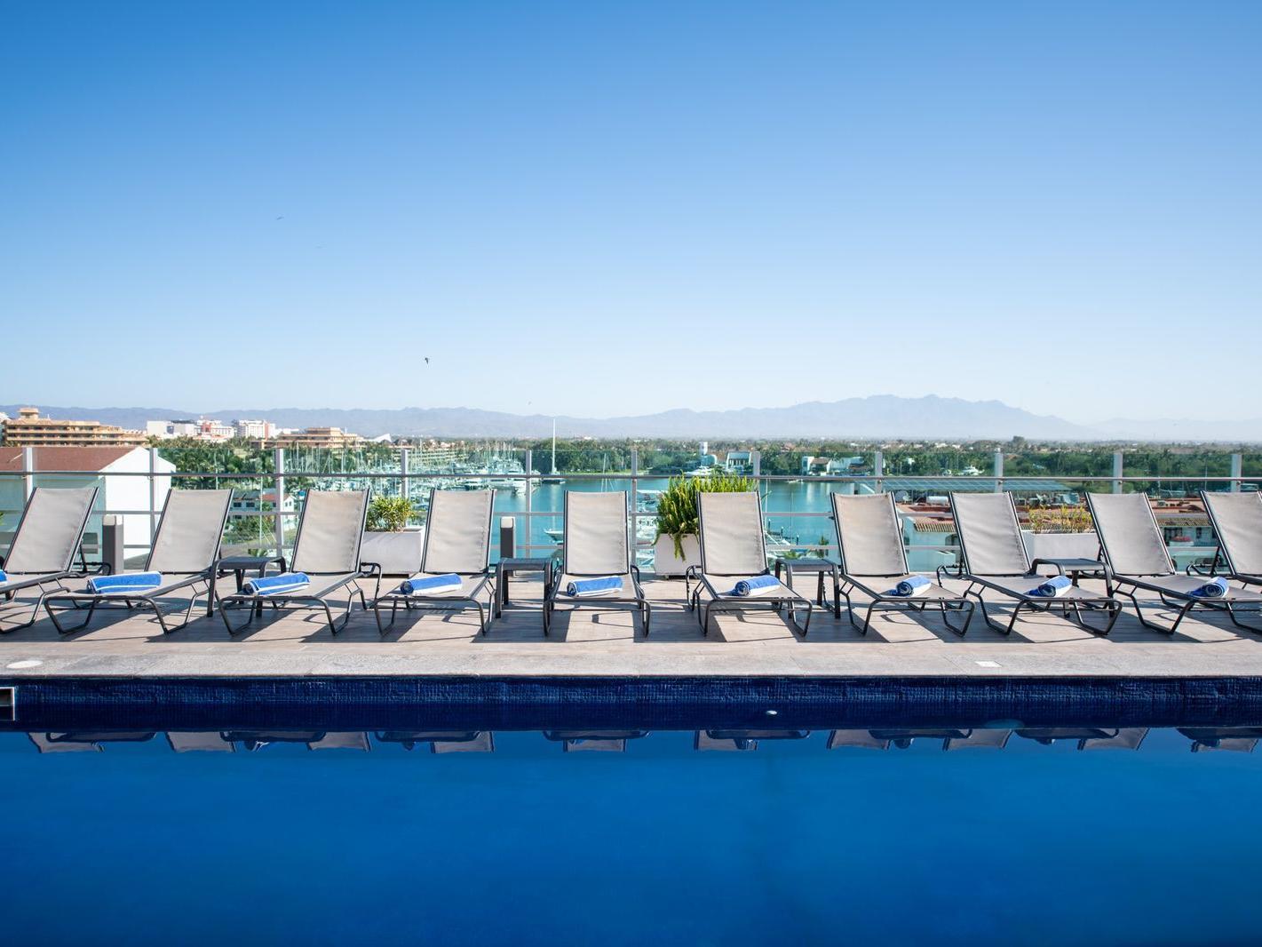 Swimming Pool facilities at Hotel Villa Varadero
