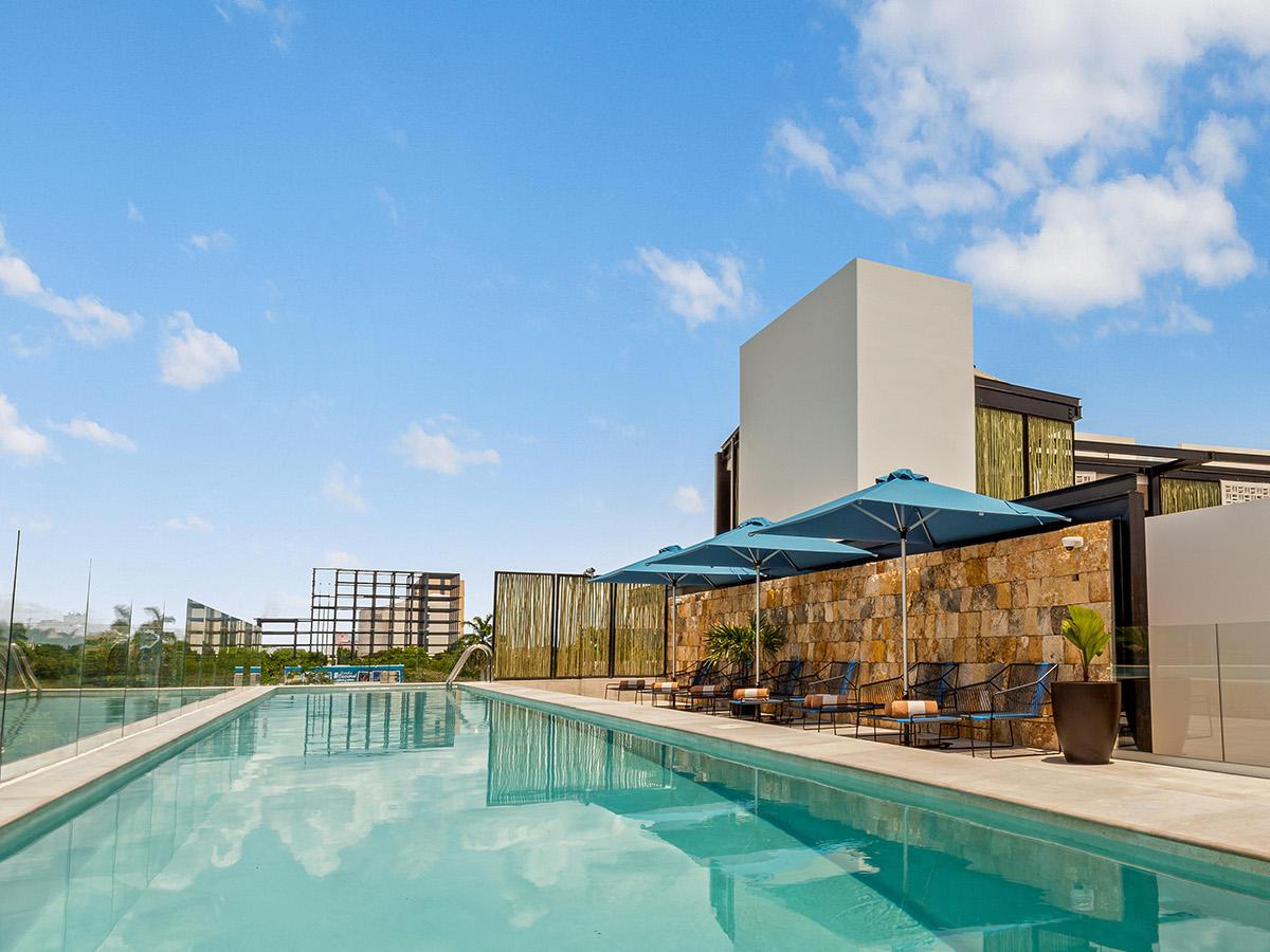 Rooftop pool and Marinera Pool Bar at Wayam Mundo Imperial