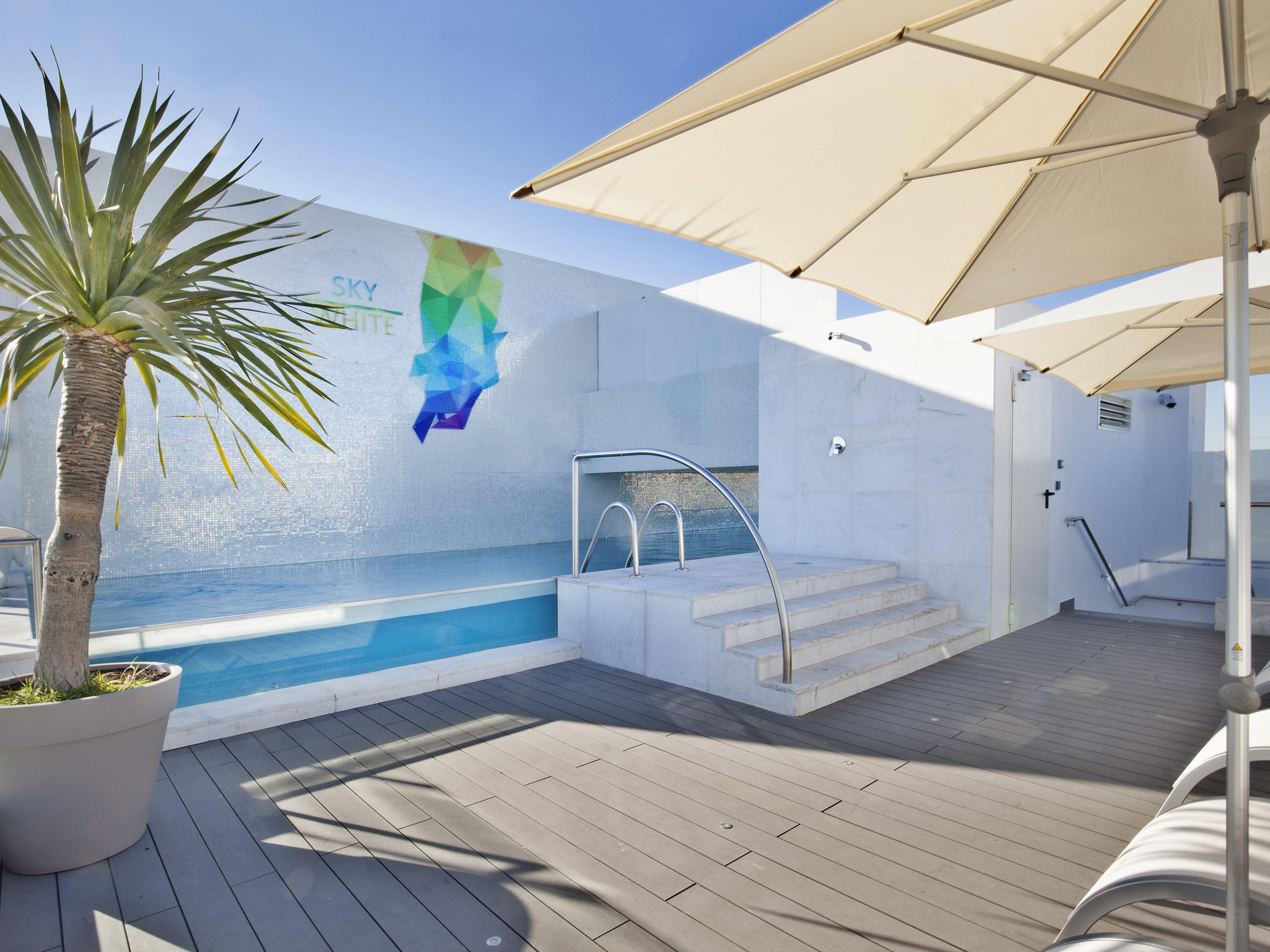 Rooftop terrace & Pool at Hotel White Lisboa