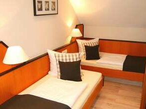 Additional Bed in Room at Residenz Hotel Am Martinsberg