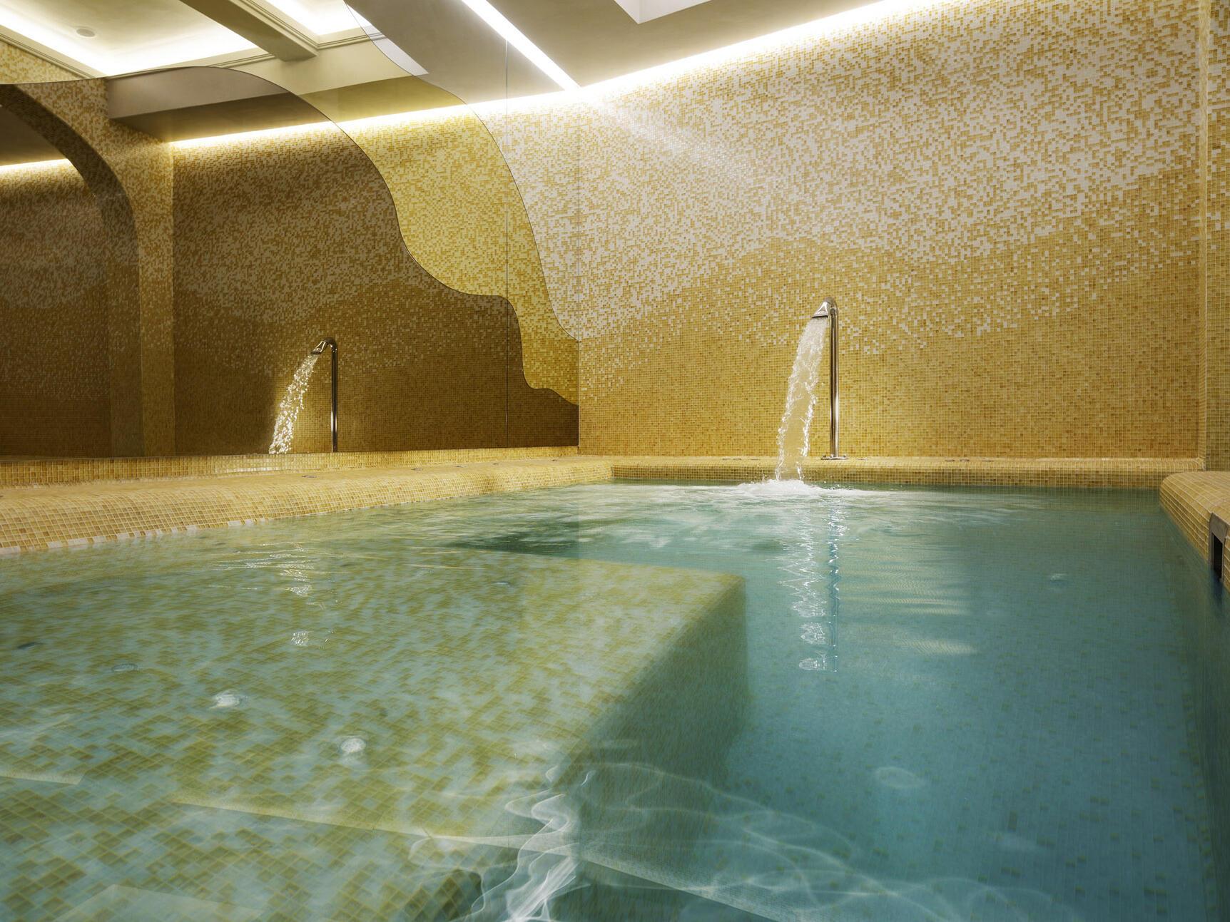 Beautiful Hot tub pool  at Grand Hotel Minerva