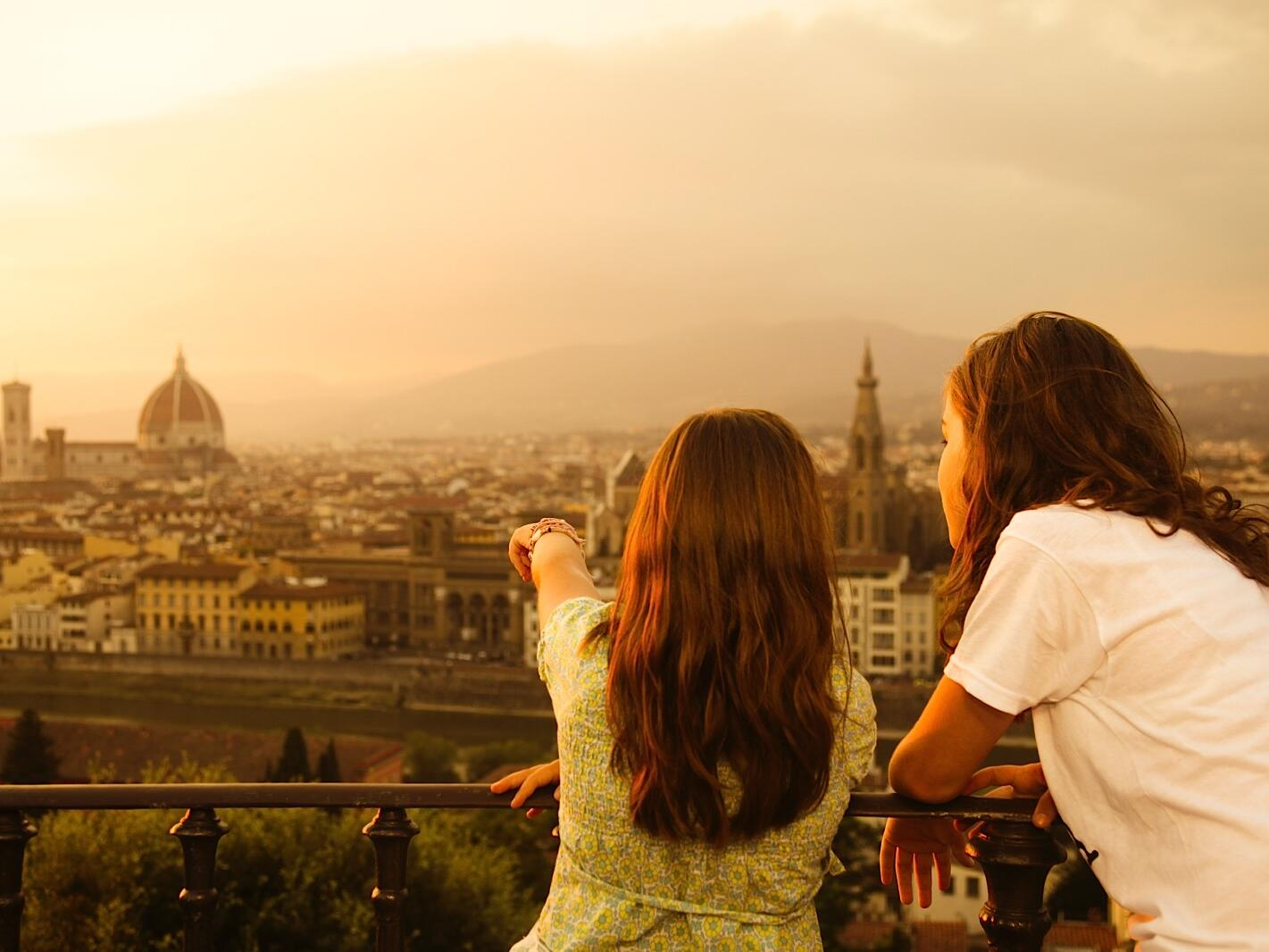Two girls at the balcony at Grand Hotel Minerva
