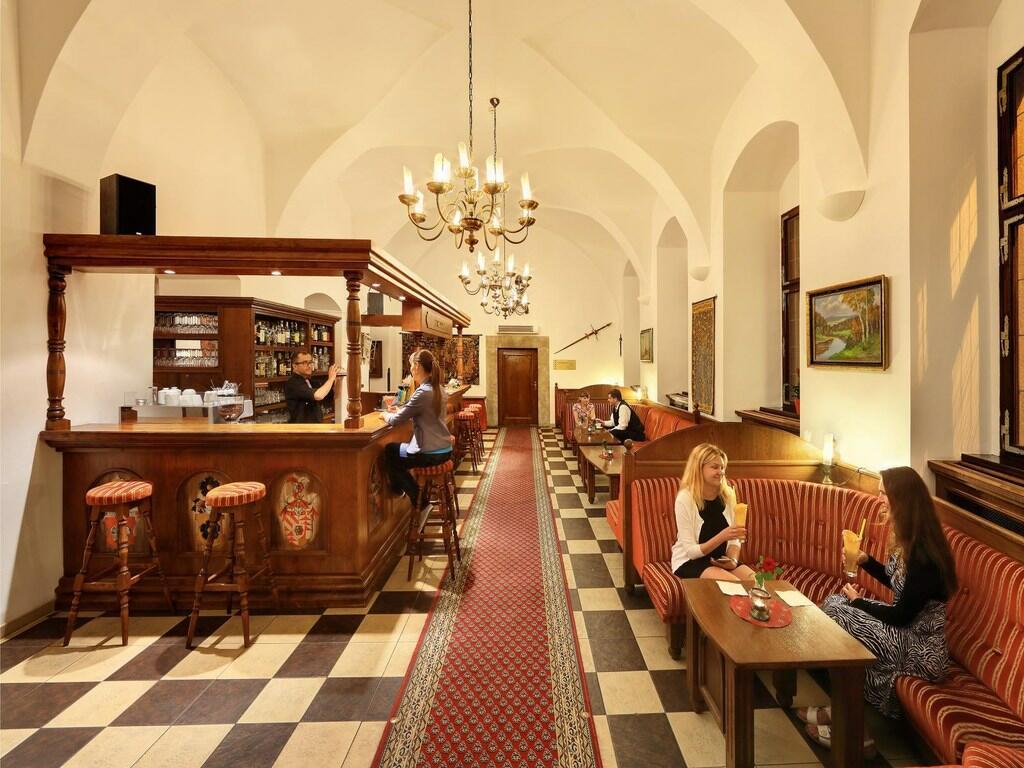 Hotel Ruze King's Bar