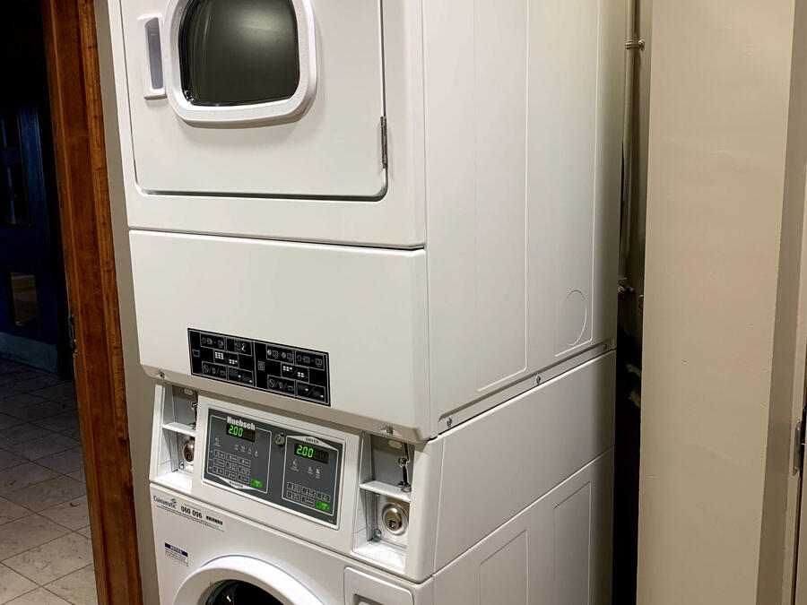 washing machine and dryer at The Inn of Waterloo