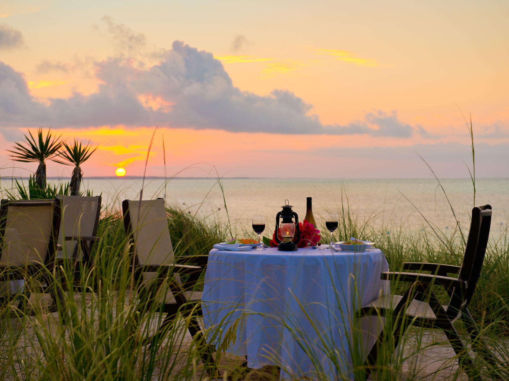 Table setting of Oceanfront Dining at Windsong Resort On The Reef