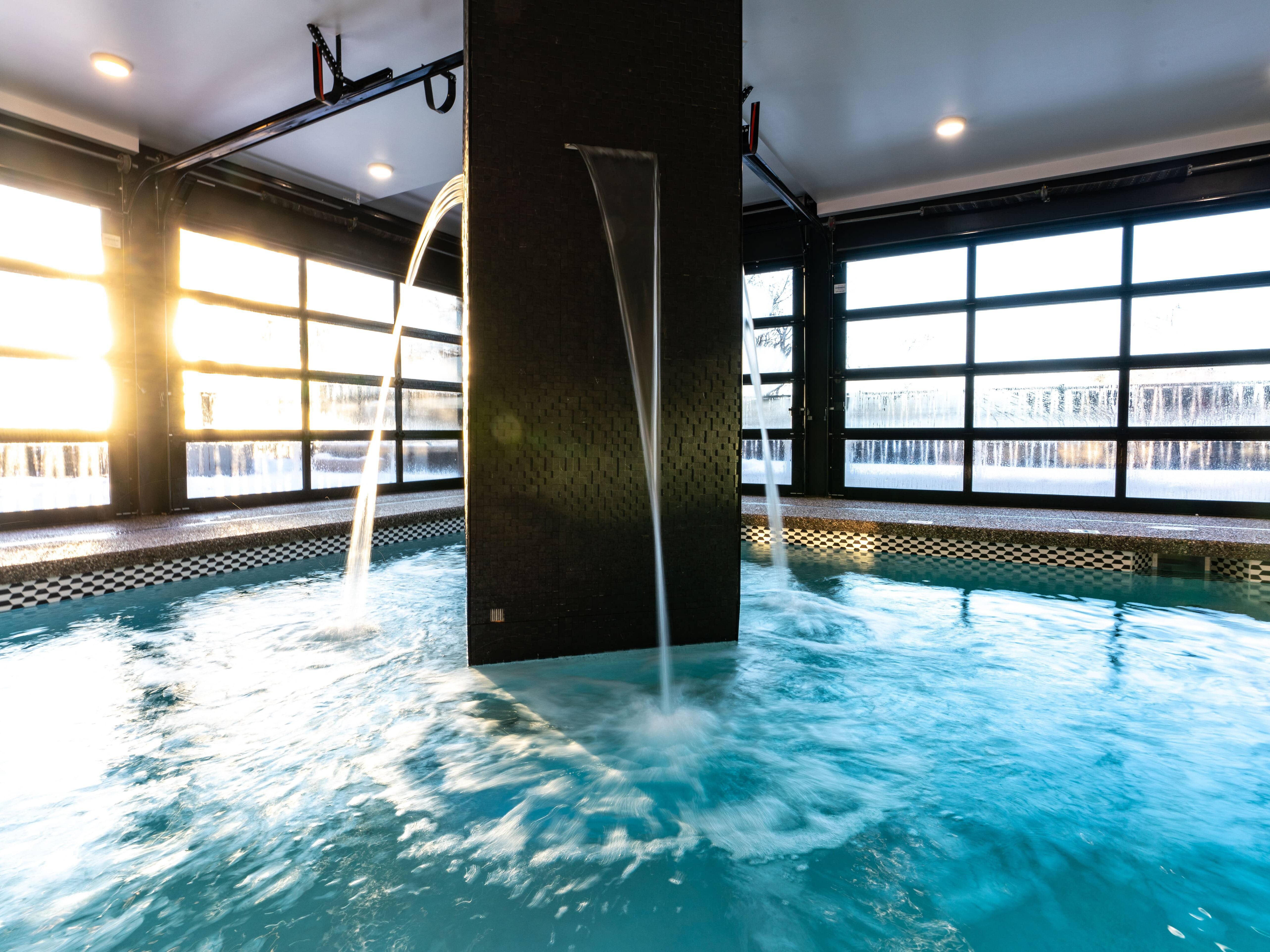 Indoor pool at Hotel Earl