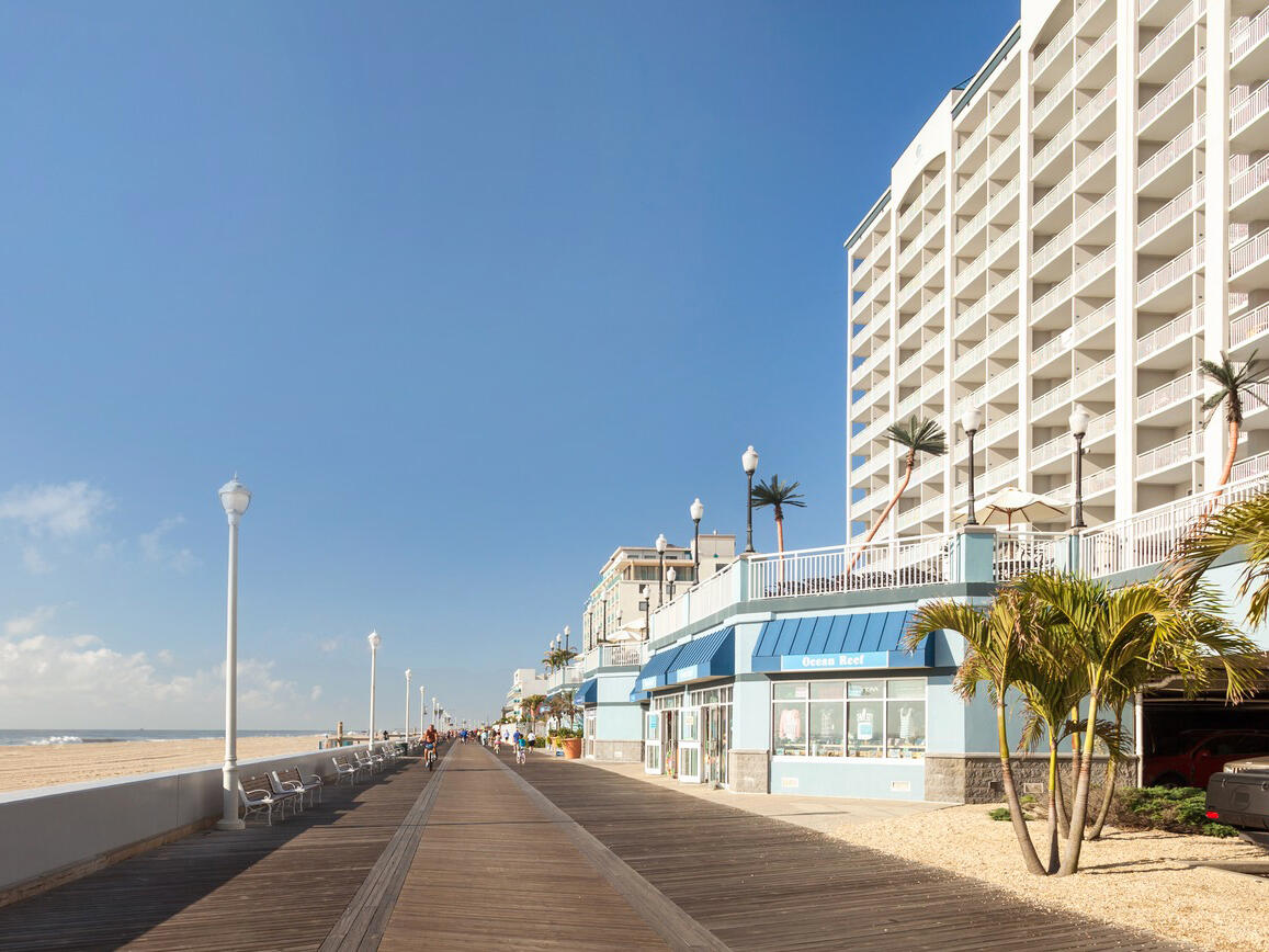 holiday inn suites right on the boardwalk