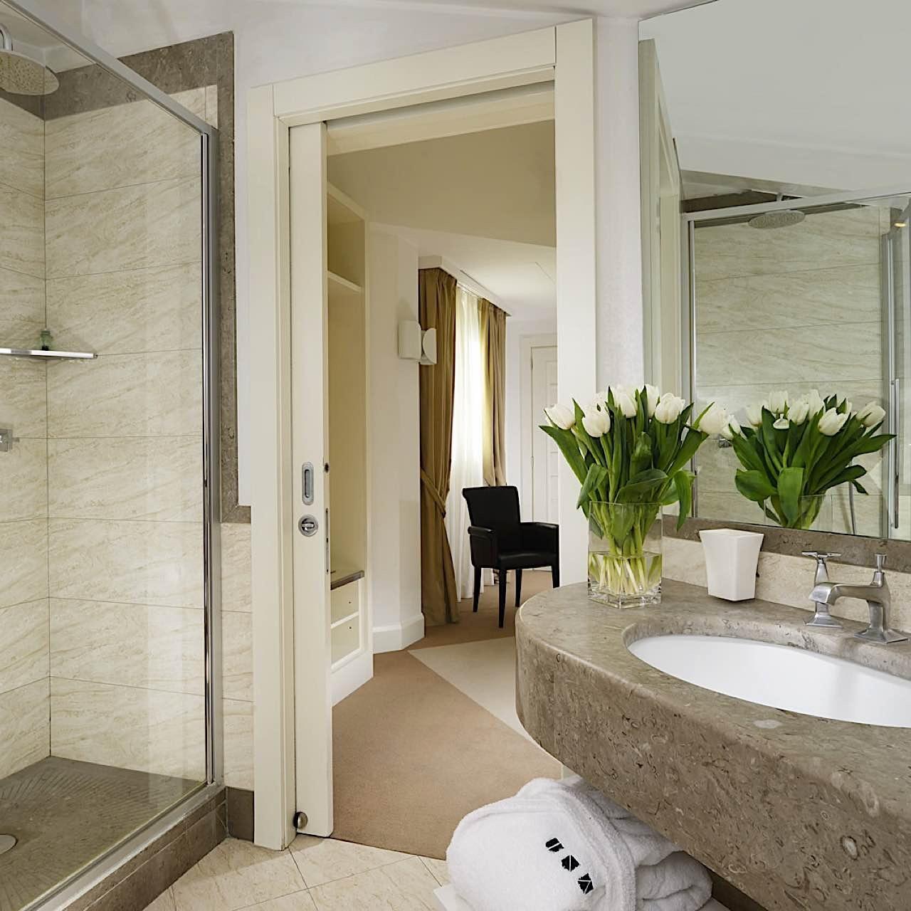 Bathroom   Maison Milano