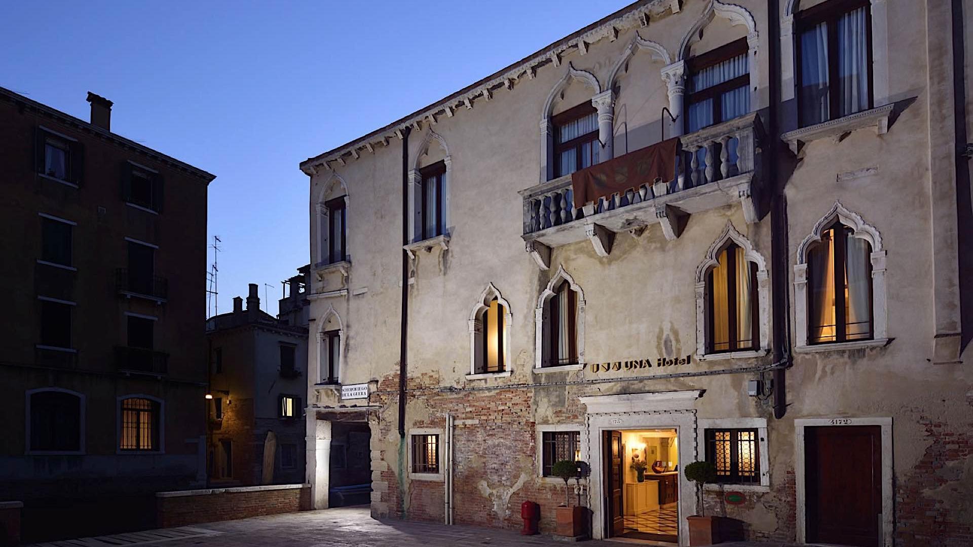 Exterior Night | Maison Venezia