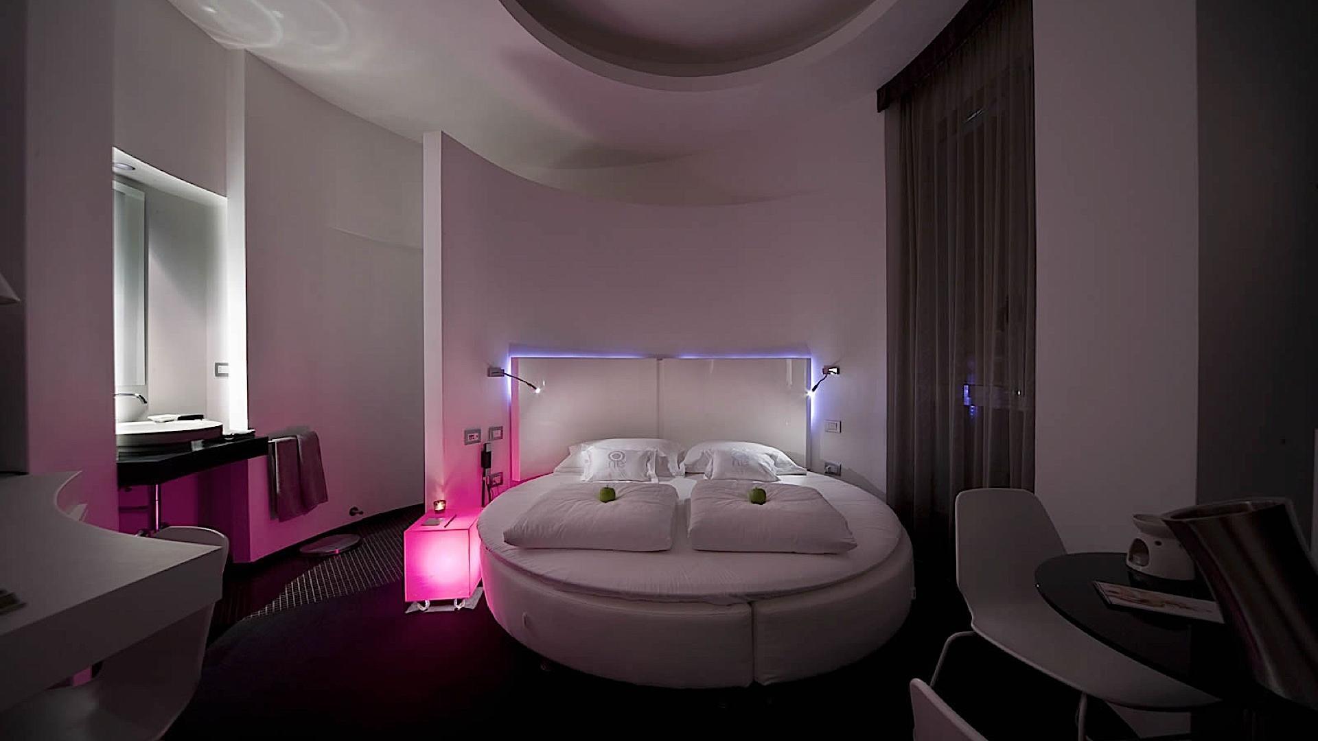 Circle Room | One Siracusa