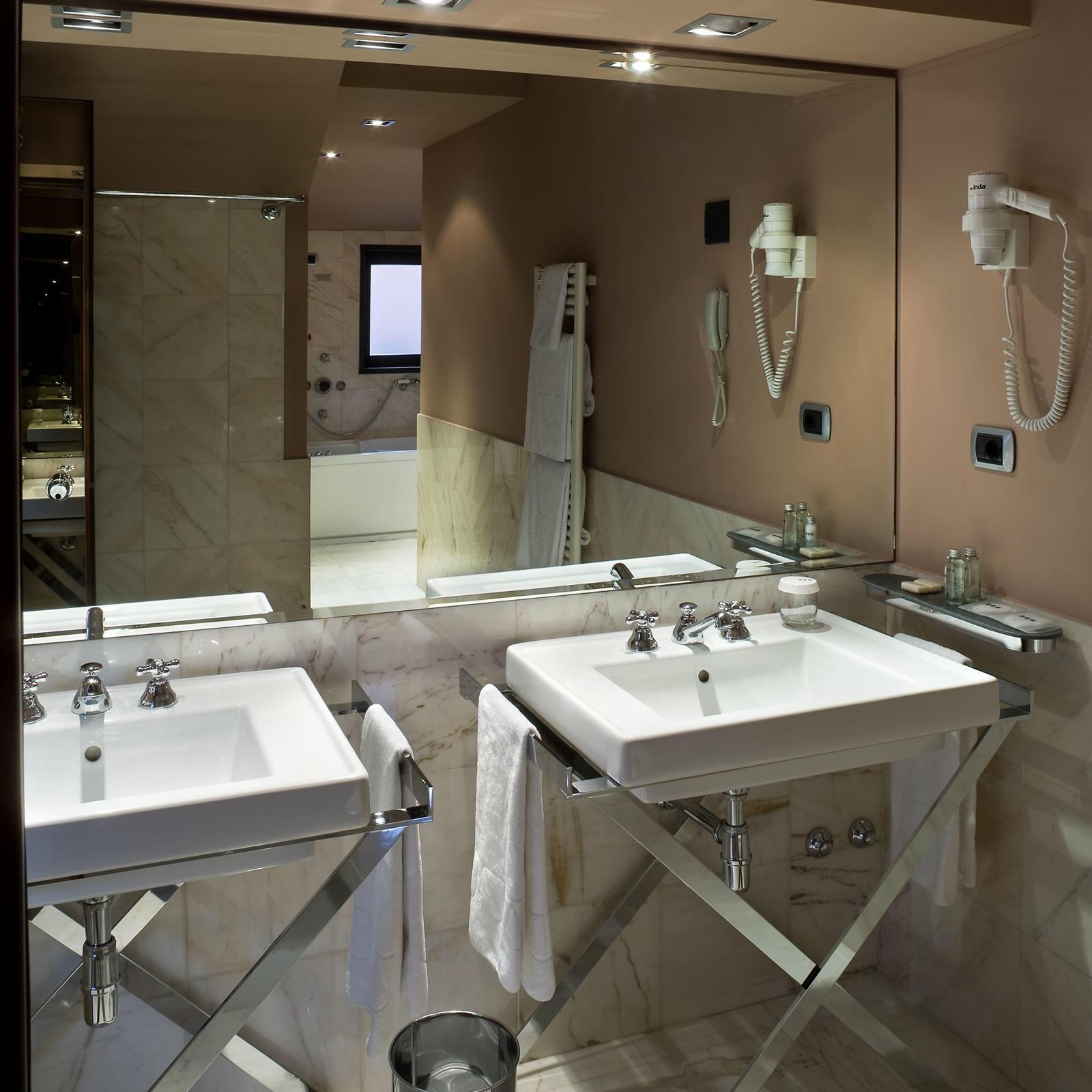 Superior Bathroom | Cusani Milano