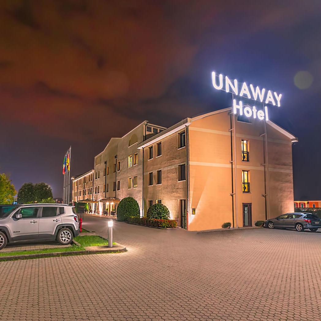 Exterior Night | UNAWAY Hotel Occhiobello