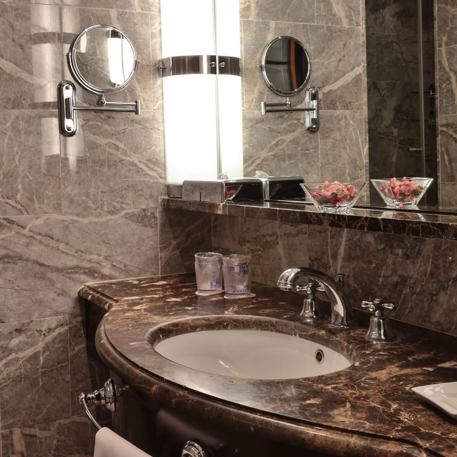 Deluxe Bathroom | Principi Di Piemonte