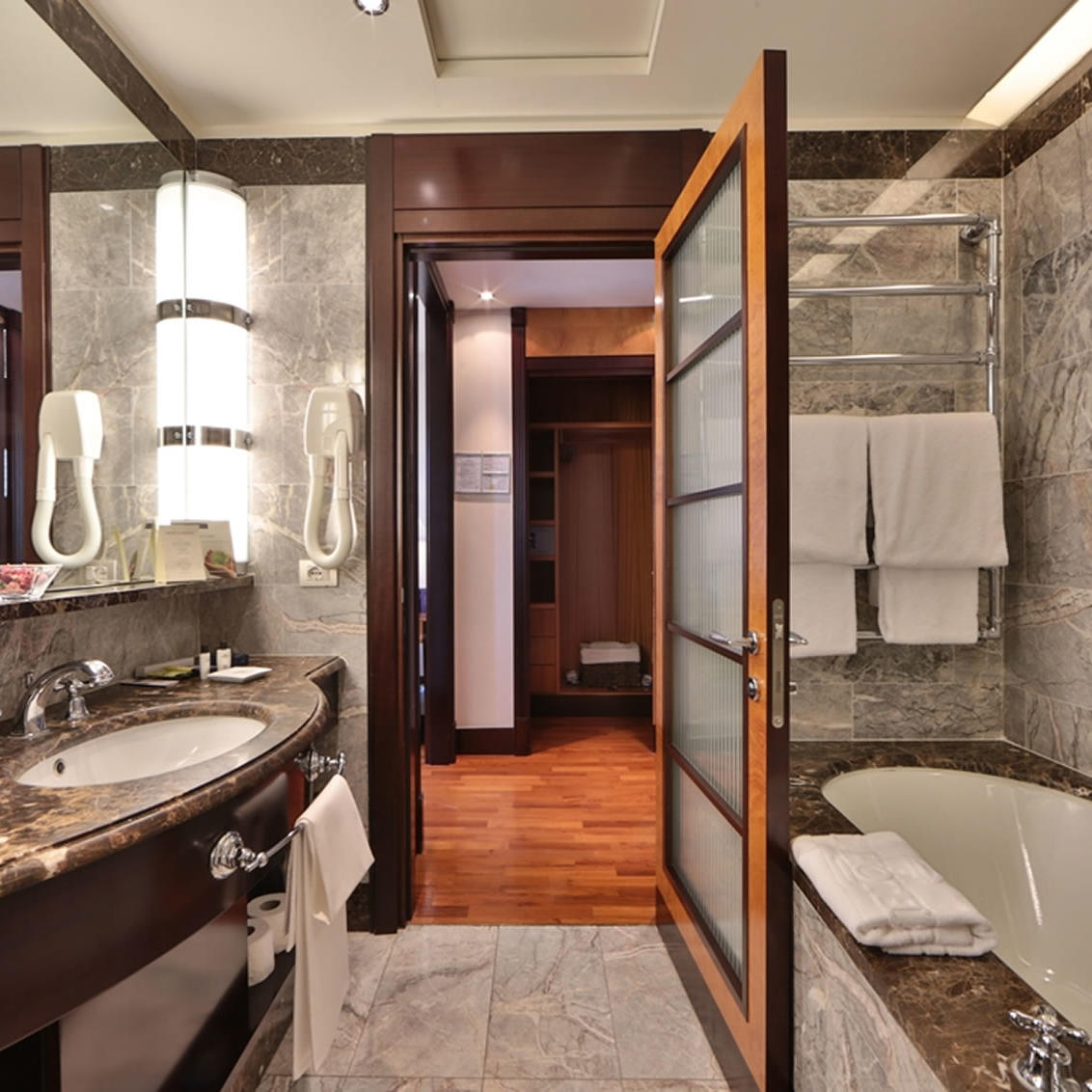 Junior Suite bathroom | Principi Di Piemonte