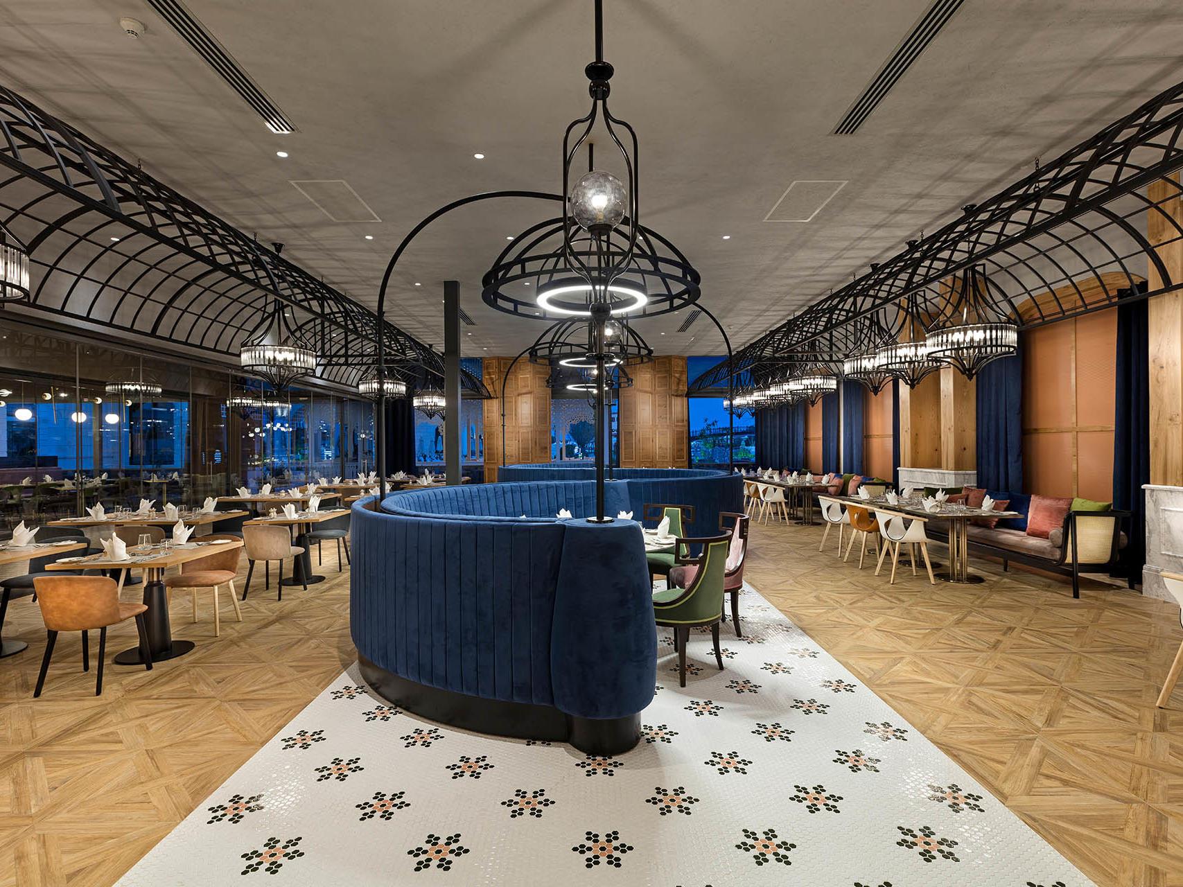 Bosphorus Main Restaurant (2)