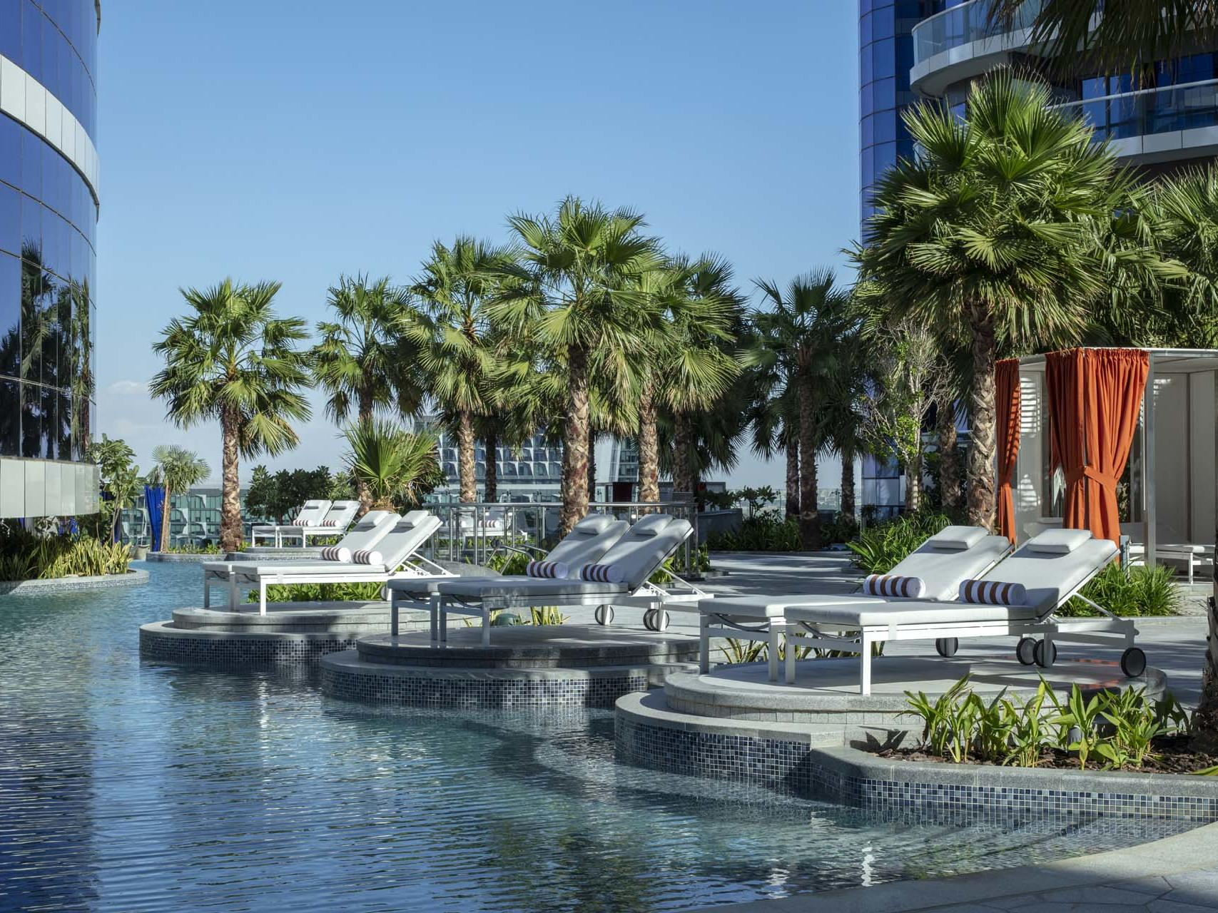 迪拜派拉蒙酒店游泳池甲板