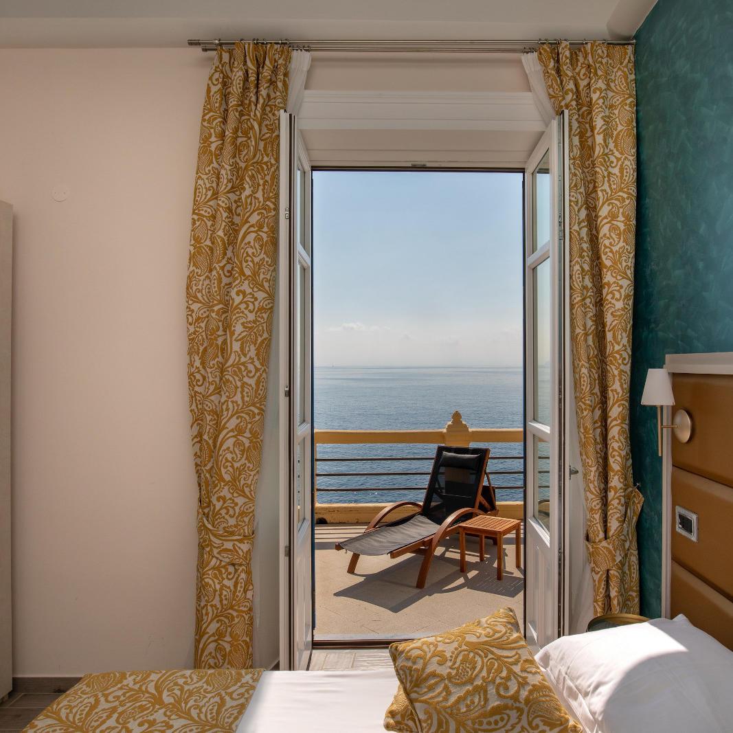 Ariana_Hotel_Isole_Eolie_UNA_Esperienze_DeluxeRoom_terraceview
