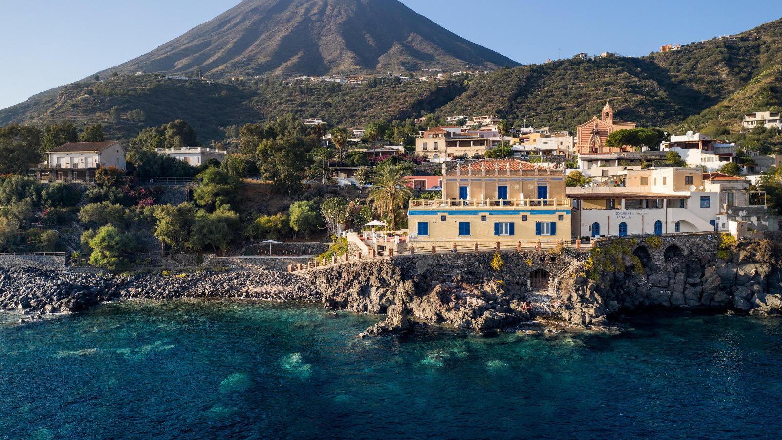 Ariana_Hotel_Isole_Eolie_UNA_Esperienze_hero