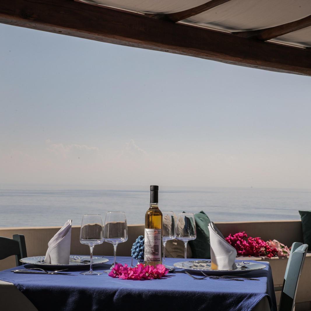 Ariana_Hotel_Isole_Eolie_UNA_Esperienze_restaurant_lunch