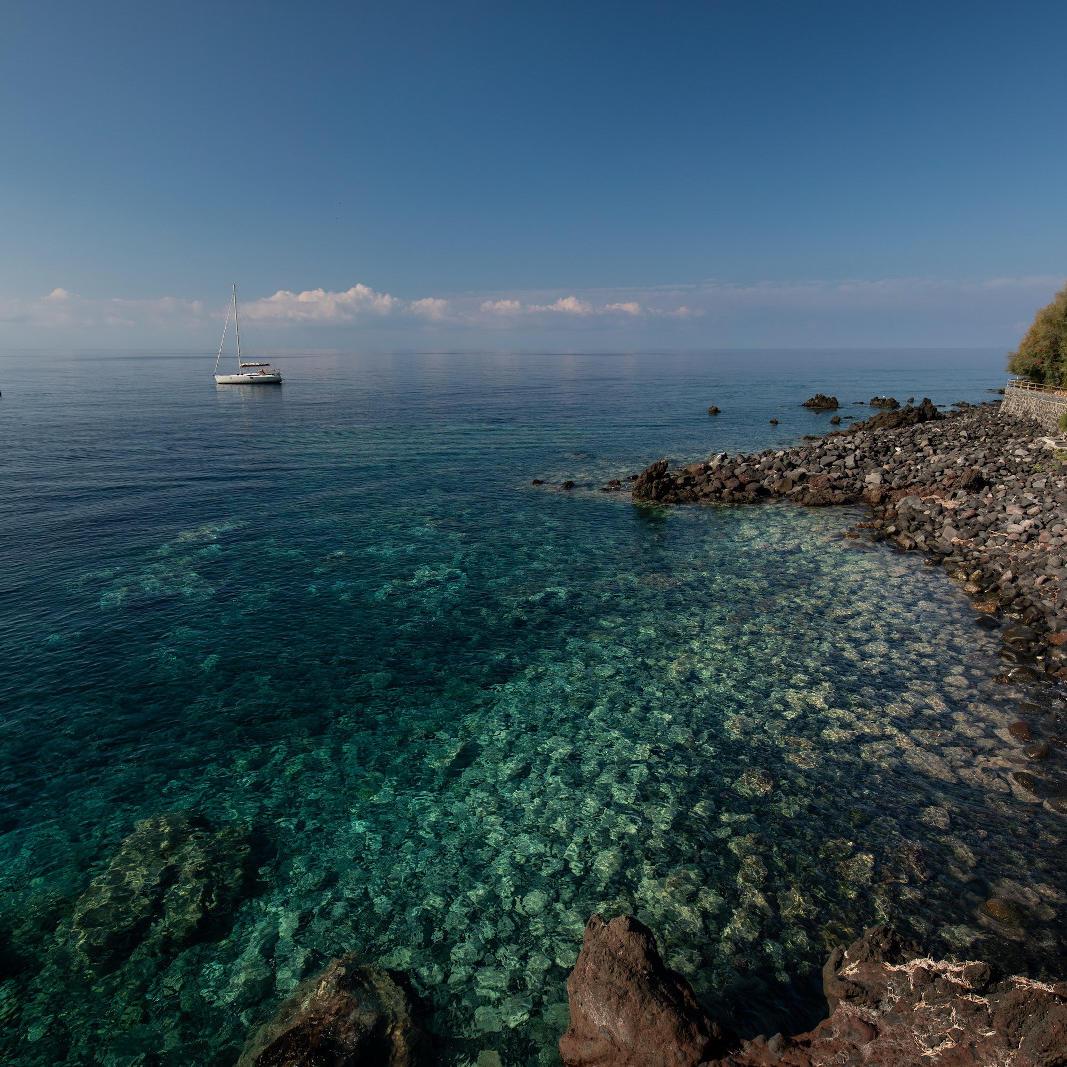 Ariana_Hotel_Isole_Eolie_UNA_Esperienze_seaside_view
