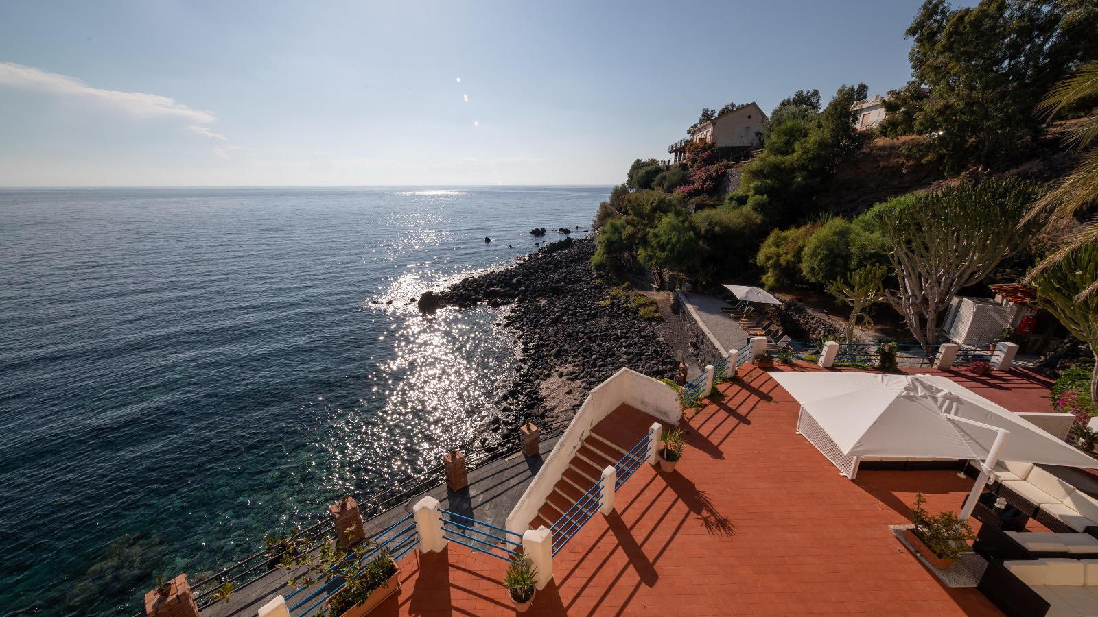 Ariana_Hotel_Isole_Eolie_UNA_Esperienze_solarium