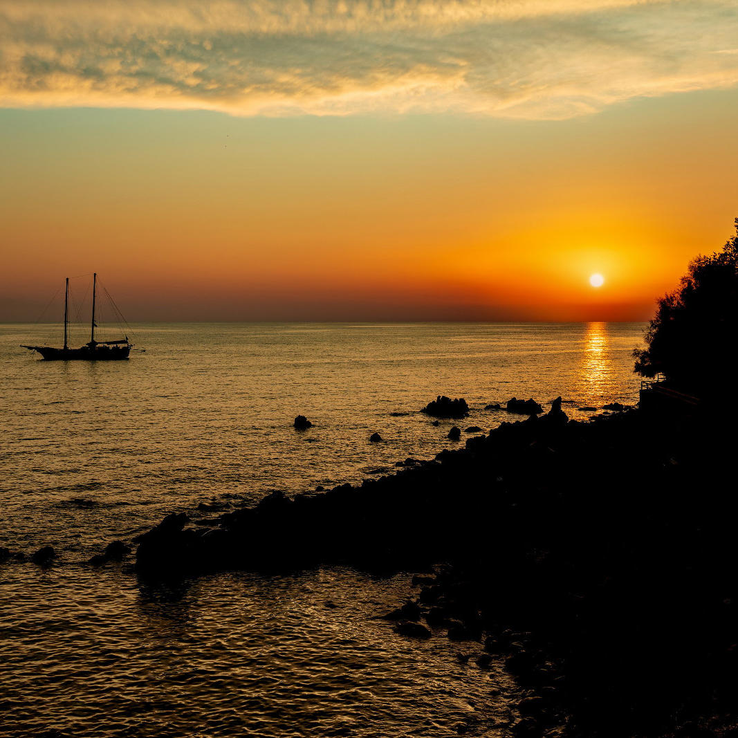 Ariana_Hotel_Isole_Eolie_UNA_Esperienze_sunset_seaside_view