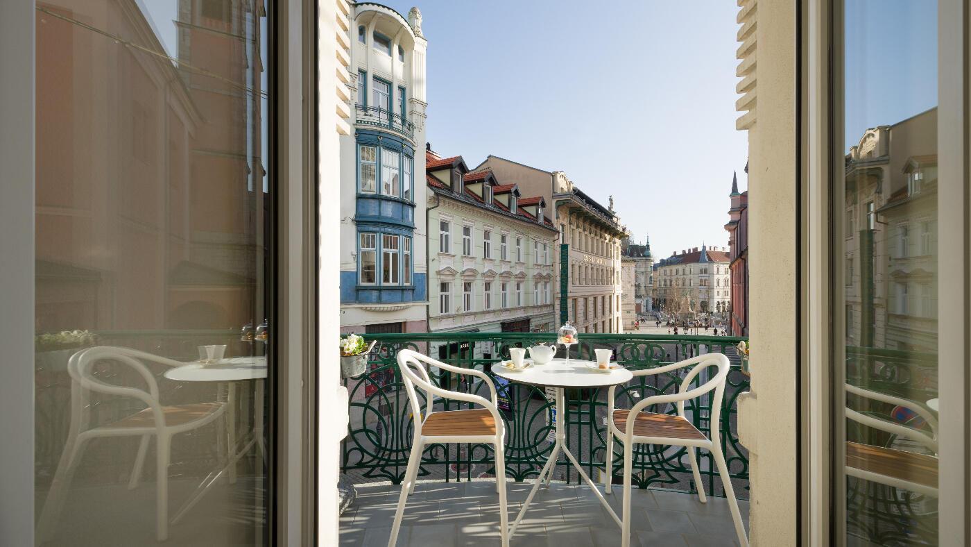 Grand Corner Suite - Balcony