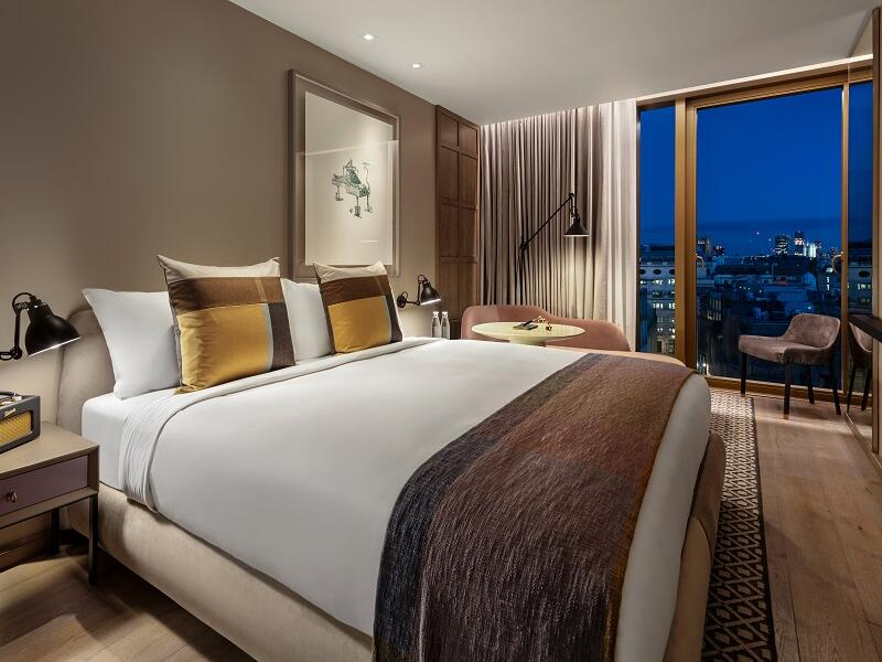 The Londoner Hotel - Deluxe King City View Room