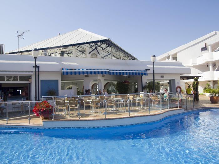 Bar de la piscina de Sahara Sunset, Málaga