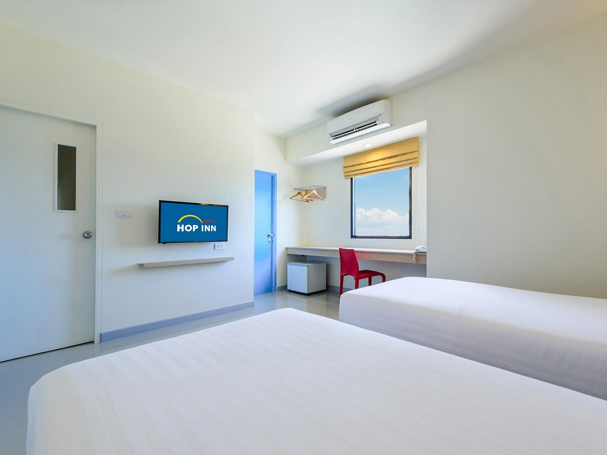4. TwinRoom at Hop Inn Hotel