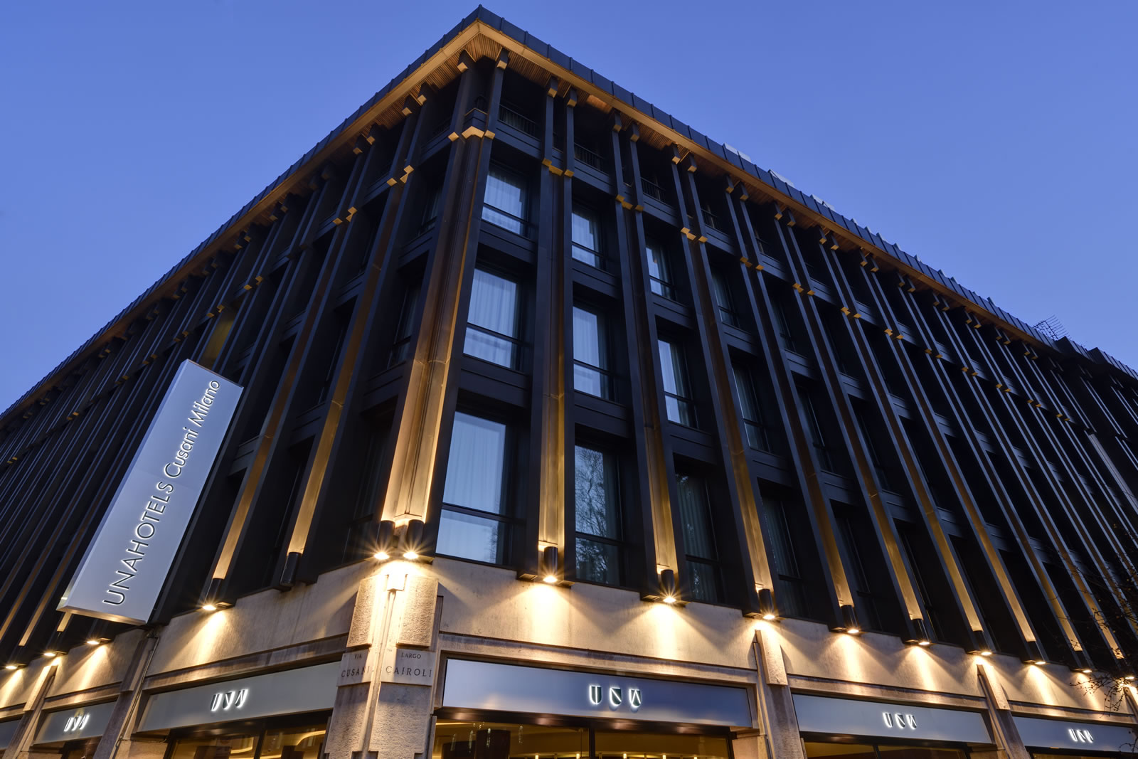 Unahotels Cusani Milano Elegant Downtown Hotel Near Duomo