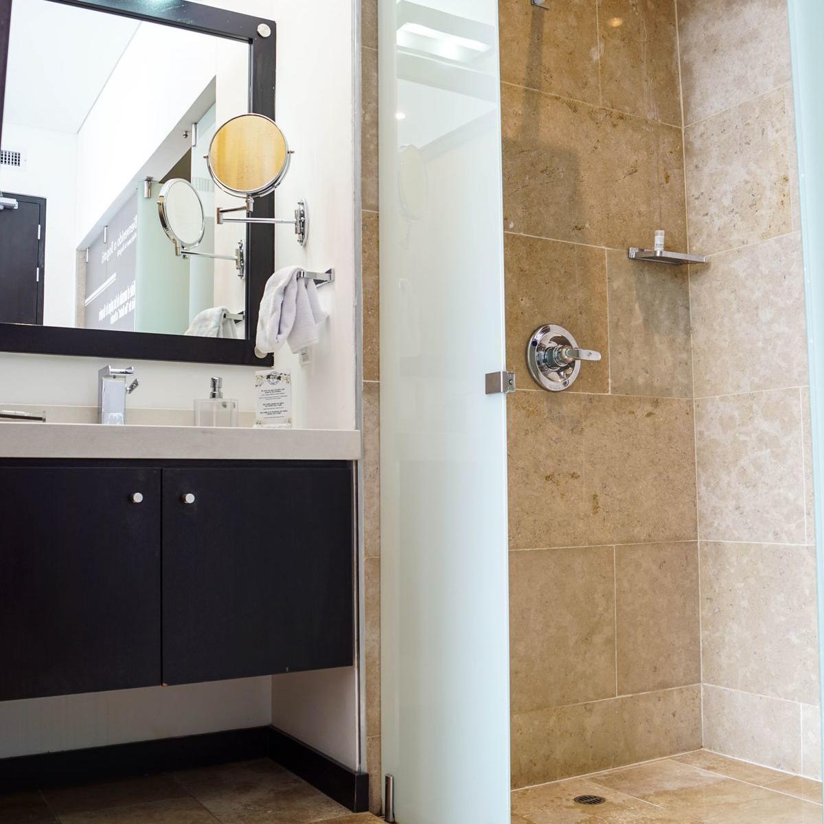 Room's Bathroom