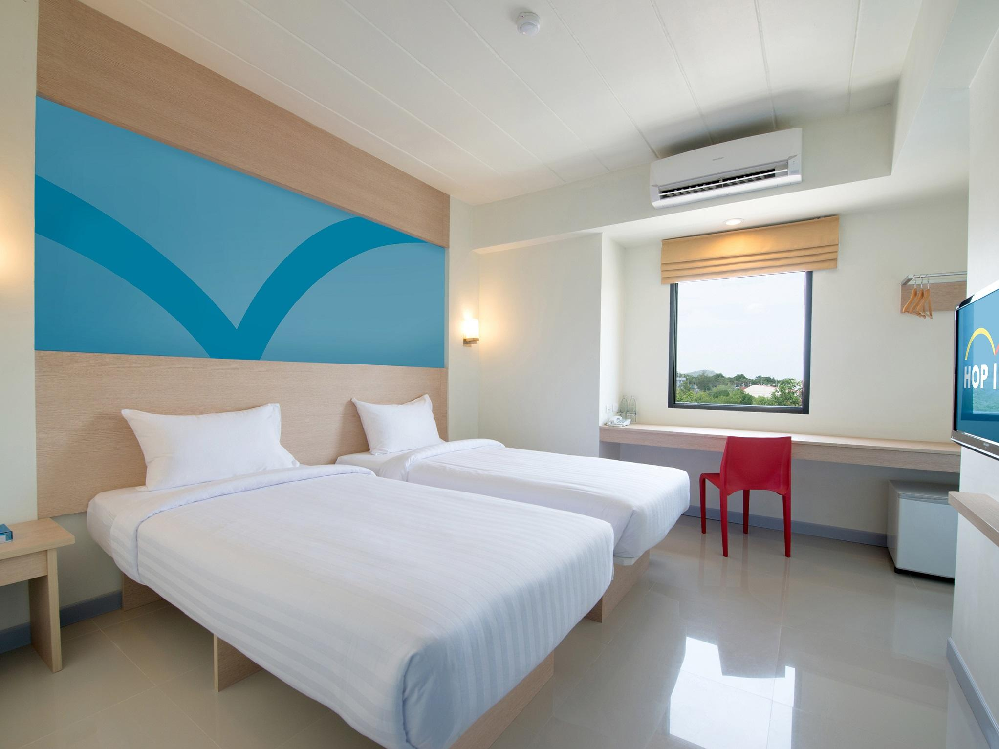 5. TwinRoom at Hop Inn Hotel