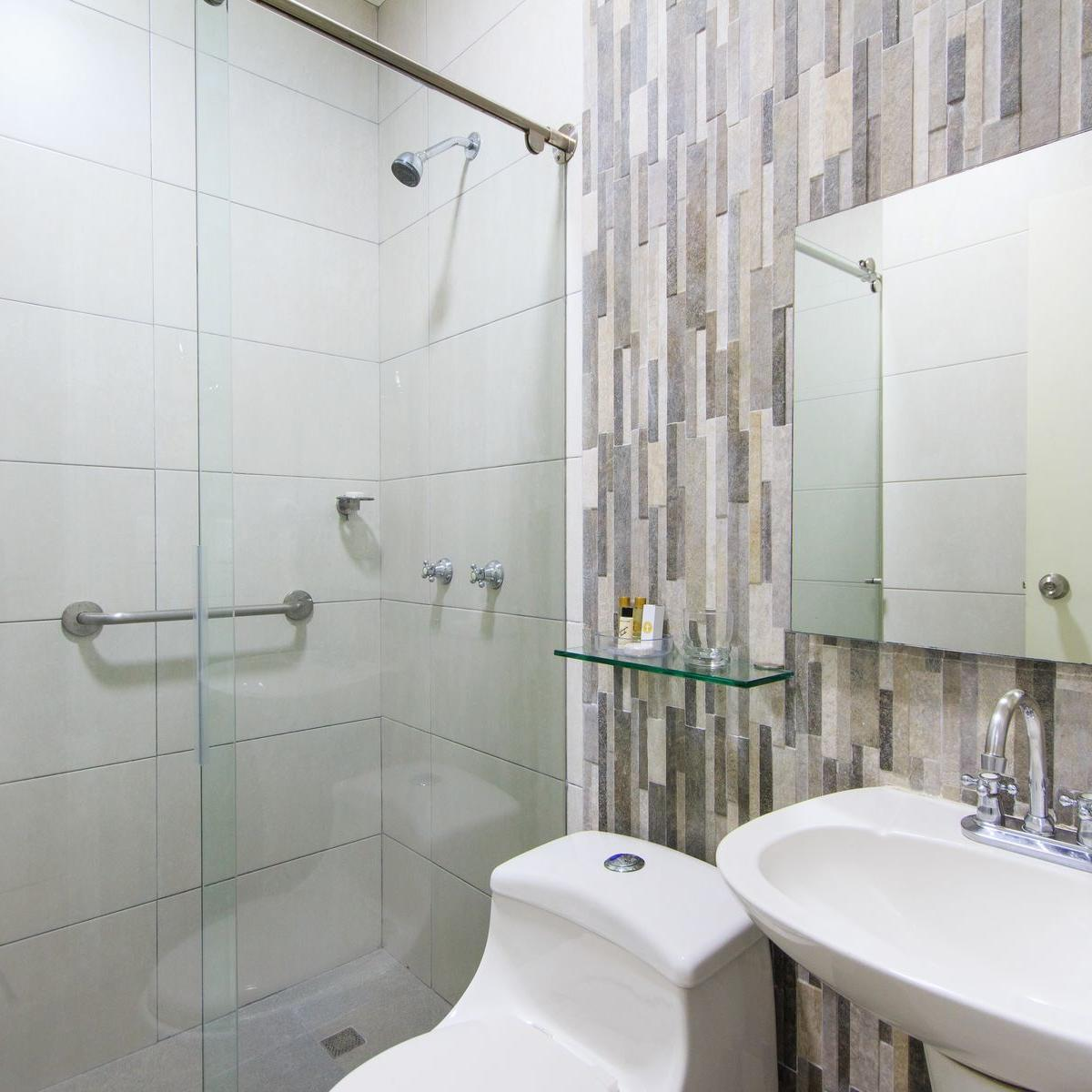Room's Bathroom GIO Cartagena Hotel