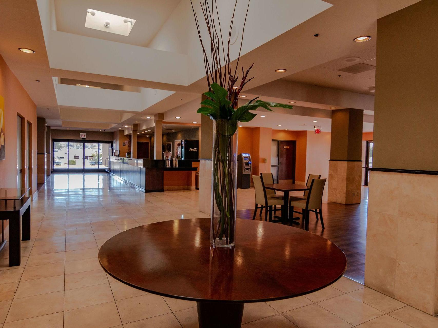 Windemere Hotel & Conference Center Lobby
