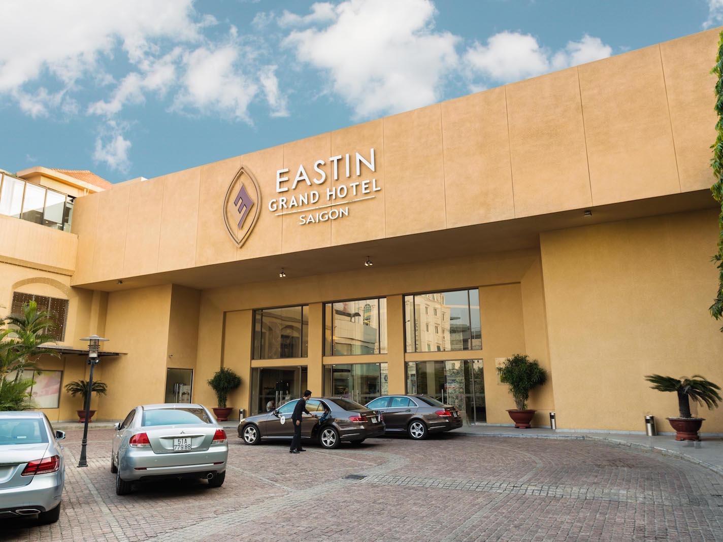 Entrance - Eastin Hotel