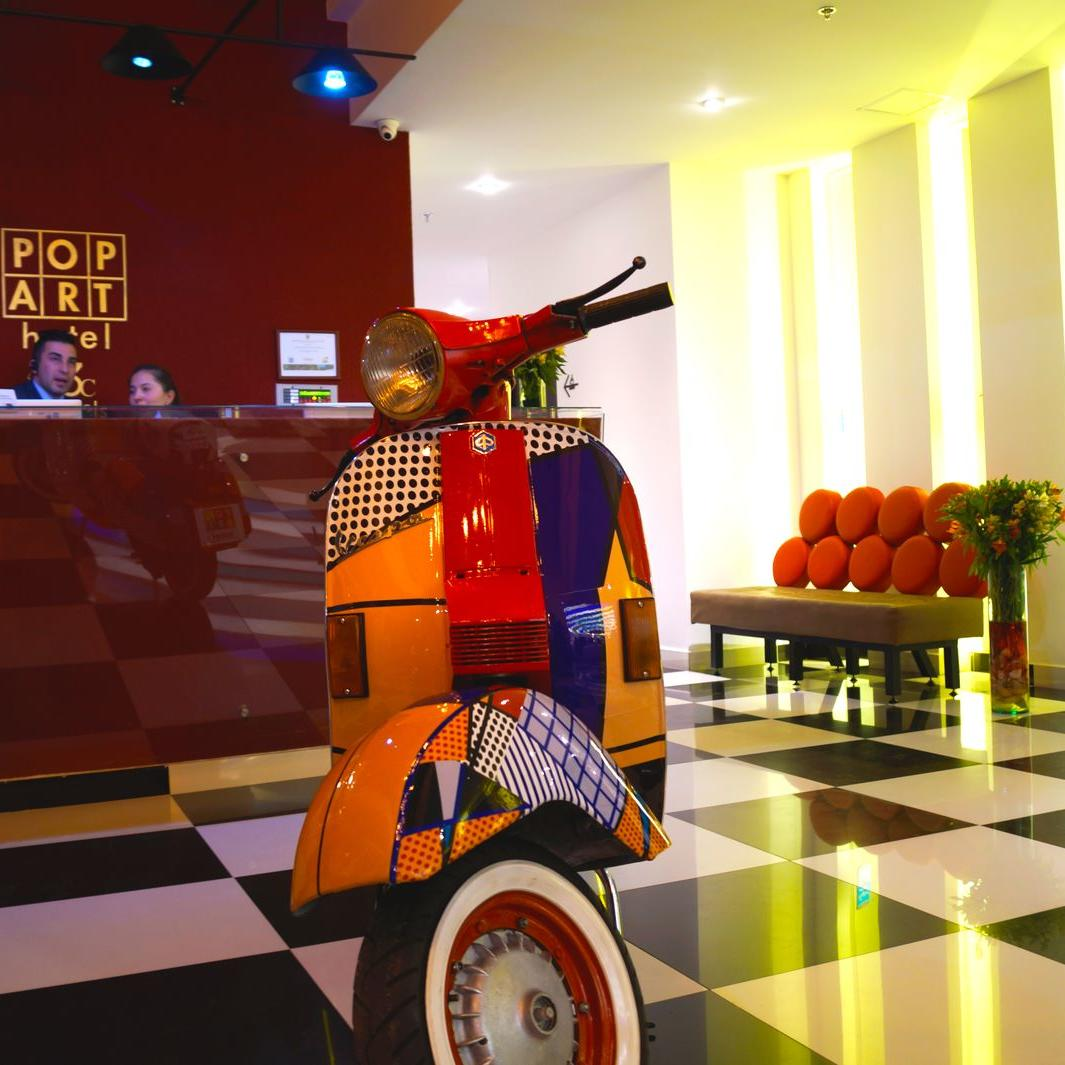 Moto Vespa Hotel POP ART Tocancipá