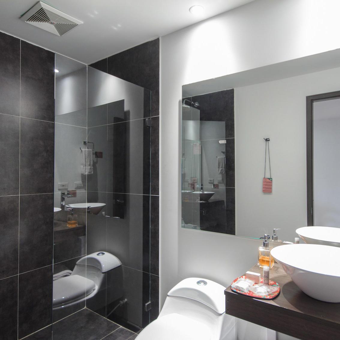 Baño Habitaciónes Hotel POP ART Tocancipá