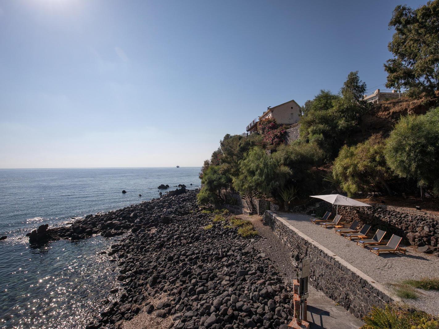 Ariana_Hotel_Isole_Eolie_UNA_Esperienze_exterior_solarium
