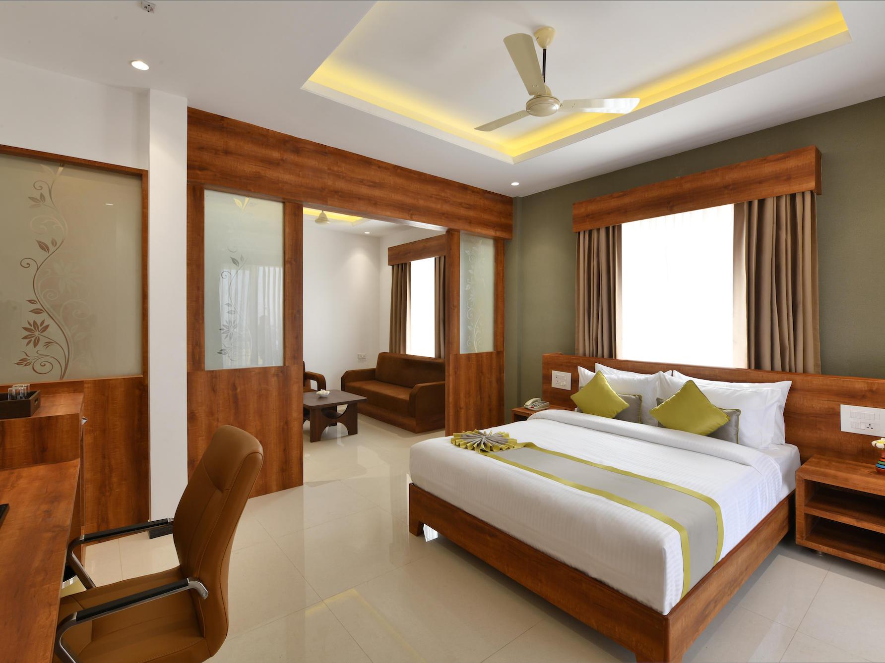 Deluxe Suite - Eastin Hotel