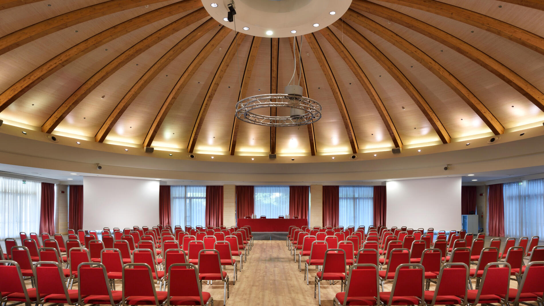 Conference center able to host up to 2.900 people.