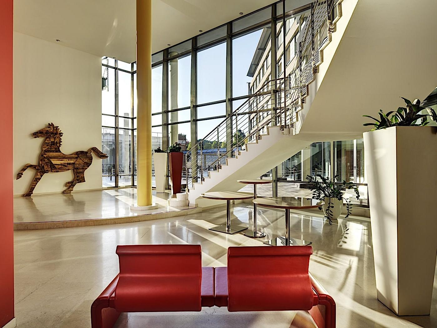 Hall | Varese