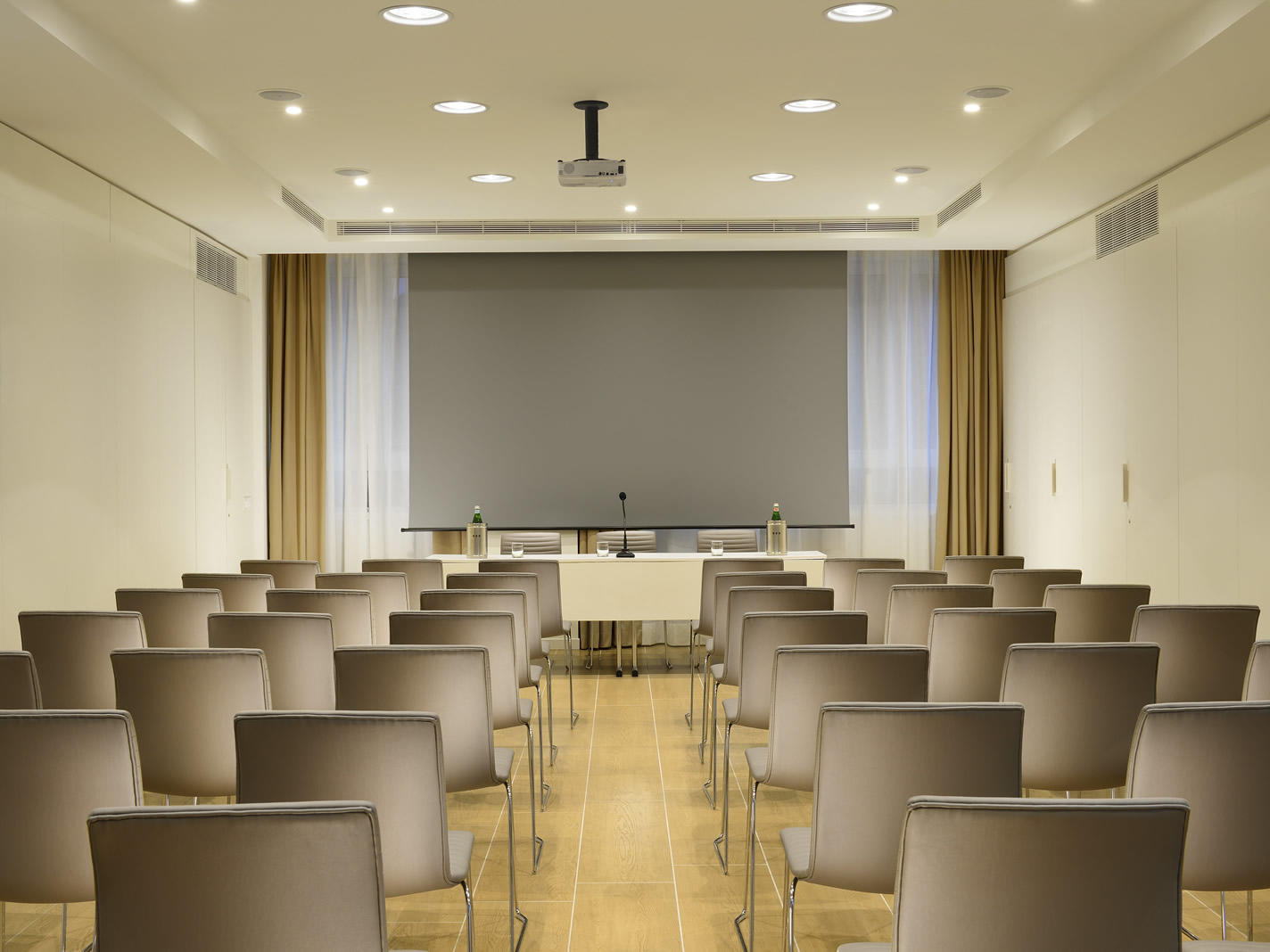 Fara Meeting Room | Century Milano