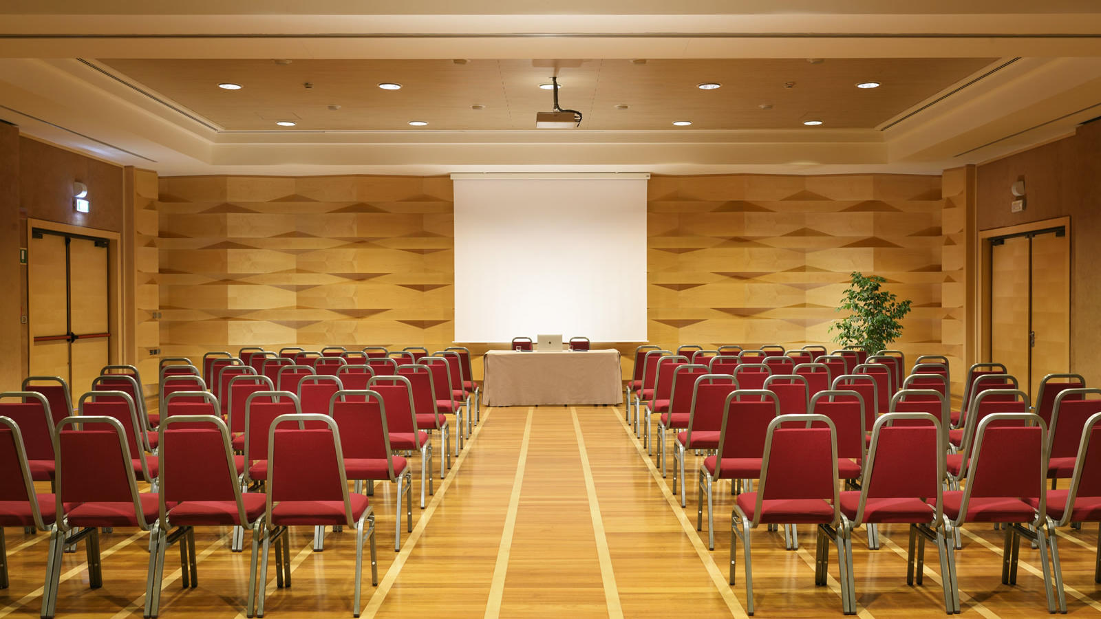 Royal Ascot Meeting Room | Varese