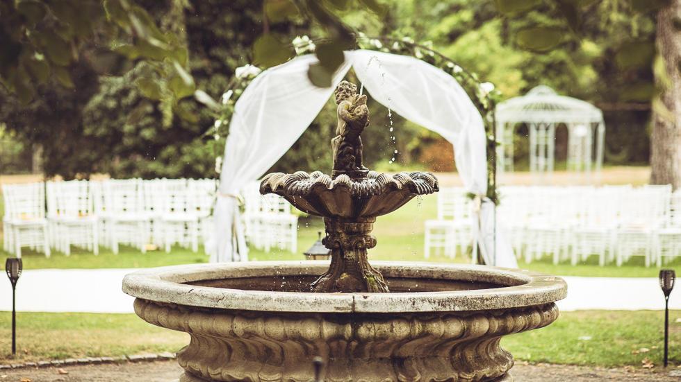Garden fountain at Schlosshotel Berlin by Patrick Hellmann