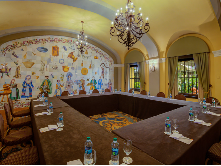 Salon Oller meeting square setup and mural