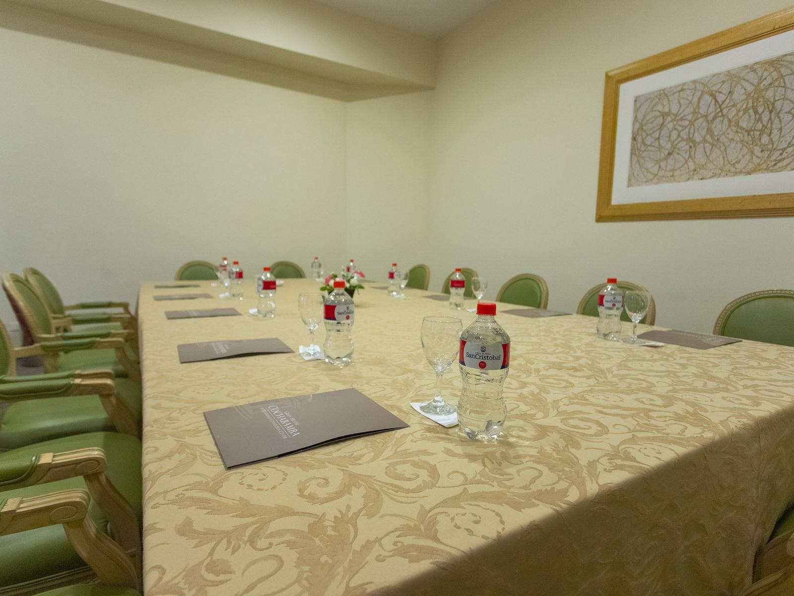 Metting Room, Large table
