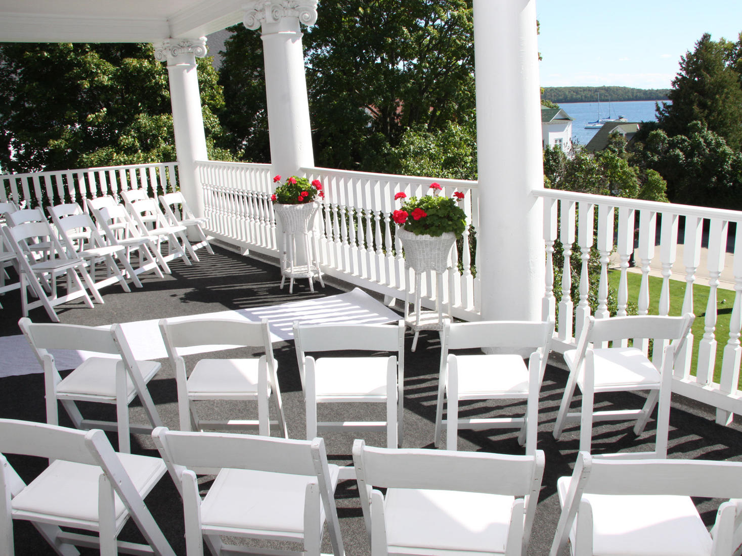 Harbour View Inn Veranda